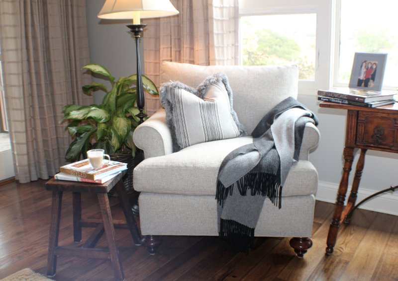 Cozy Reading Chair how to style a cozy corner - girlfriends guide to golf